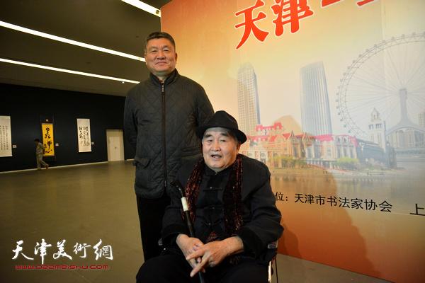 孙伯翔、窦宝铁在展览现场。