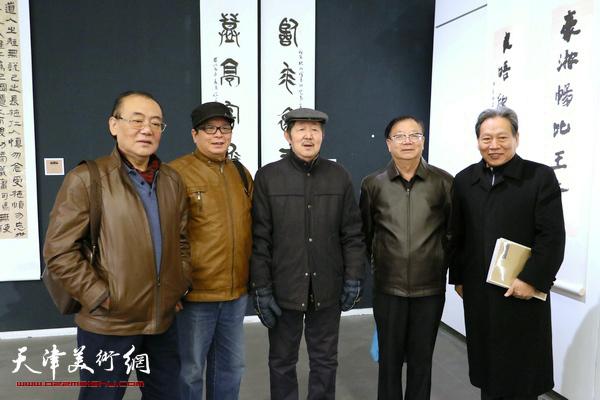 陈传武、赵士英、李泽润、陈启智、霍然在展览现场。