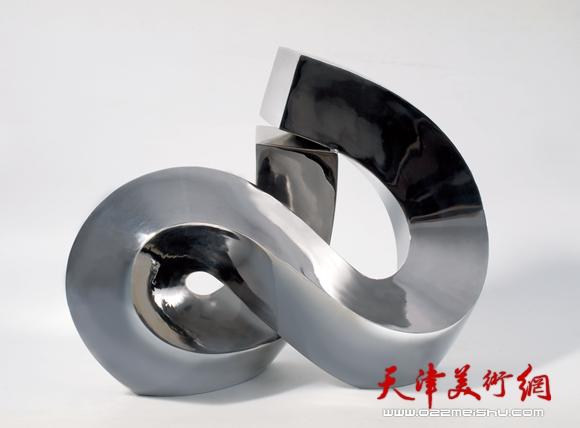 庄征作品《无限之二》不锈钢材质