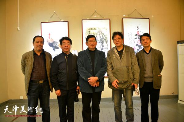 左起:邱和法、张文圣、邵鸿平、晏平、李响在展览现场。