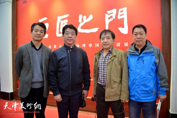 左起:李响、张文圣、王文元、王志毅在展览现场。