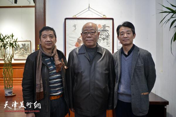 左起:王爱宗、马俊卿、李响在展览现场。