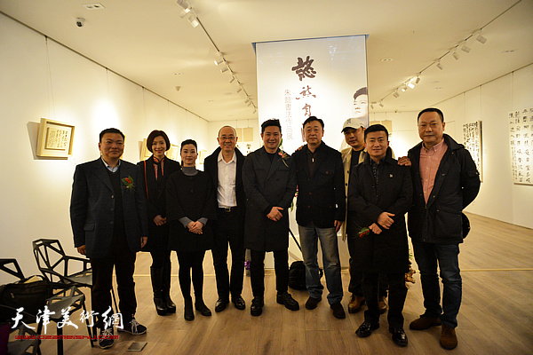 左起:范权、李佳、郦颖黛、马驰、朱懿、沈国华、冯晖、赵长生在现场。