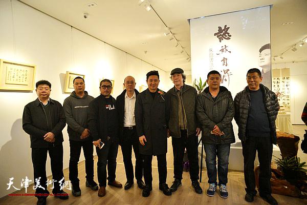 左起:张养峰、姚丽彬、姜立志、马驰、朱懿、张亚光、周连起、禹宝财在现场。