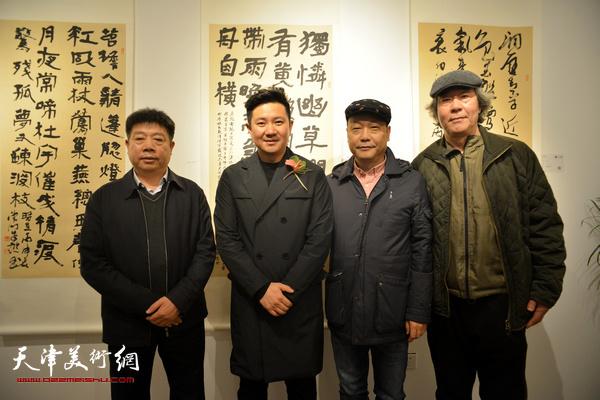 朱懿与张亚光、赵长生、张养峰在现场。