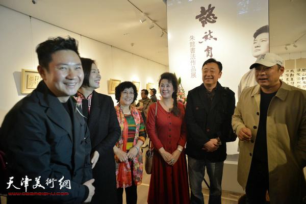 朱懿、沈国华、冯晖、李佳在现场交流。