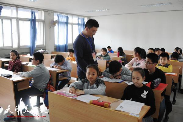 2016中国书画等级考试在津开考 650名青少年参加