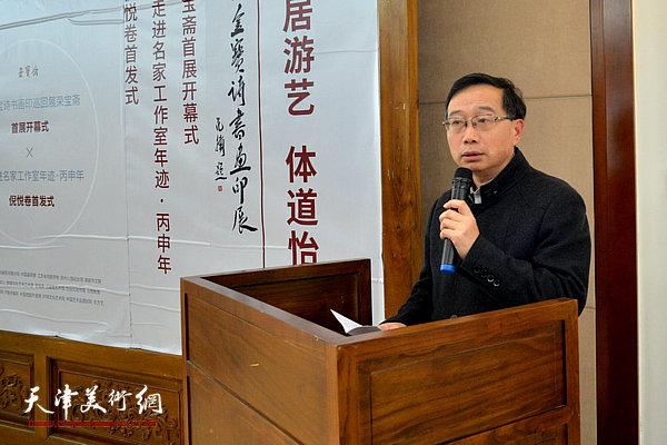 扬州市文联主席仲衍书致辞。