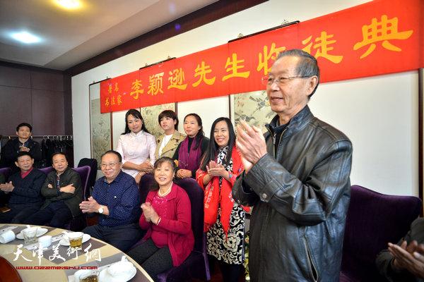 天津市政协研究室原主任、《画畵》杂志编委副主任刘建华到场祝贺。