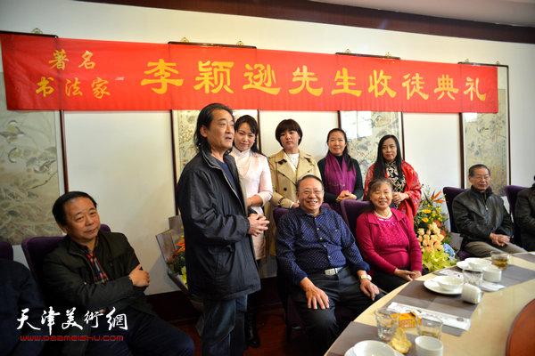 著名画家刘荣生到场祝贺。