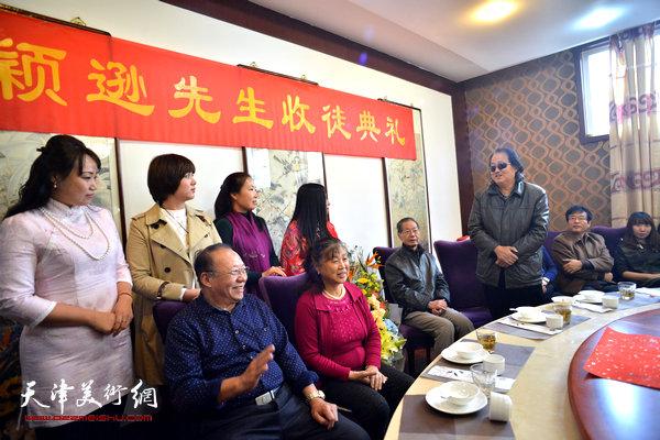 著名画家陈学周到场祝贺。