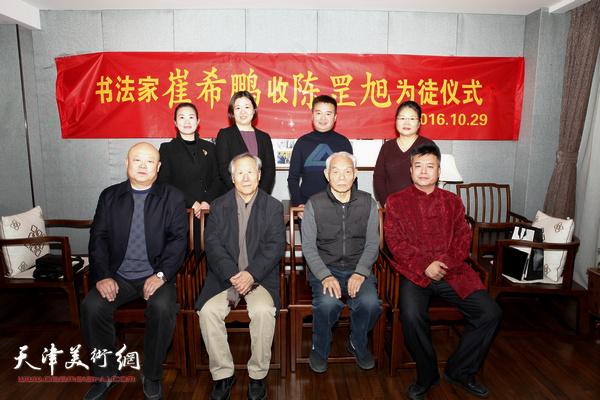 左起:李金水、姬俊尧、纪振民、崔希鹏、张芝琴、陈国玺、贺燕、罗玉兰在收徒仪式上。