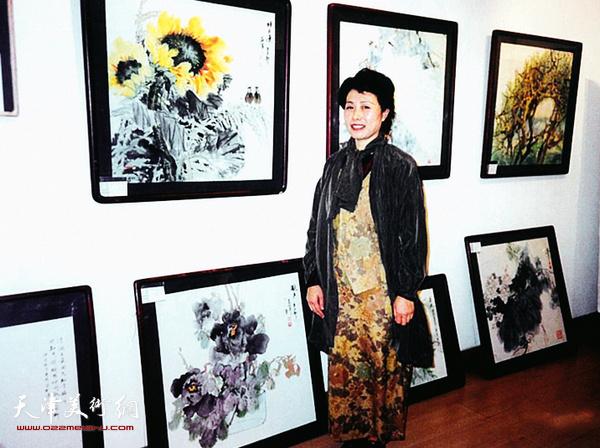 2001年崔燕萍在王府井北京画店举办展览