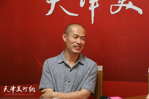 著名画家张迩做客天津美术网