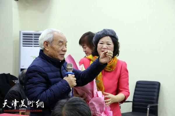 """纪振民""""大红袍""""画集"""