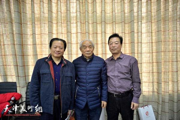 纪振民与杨建国、吴子金在现场。