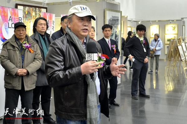 天津美协水彩画专委会会长朱志刚致辞。