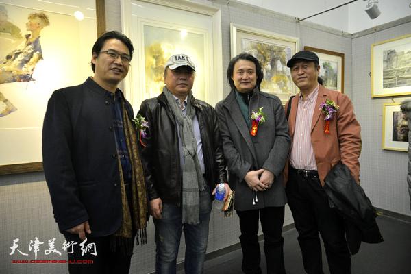 左起:滑寒冰、朱志刚、薛义、王刚在画展现场。