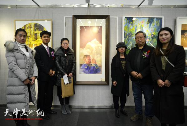 石增琇、井旭、李德林在画展现场。