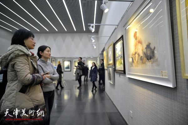"""""""天津市水彩画专业委员会第十届作品展""""现场。"""