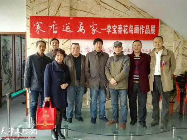 孟宪奎、柴博森、胡建东、郭伟等在画展现场。