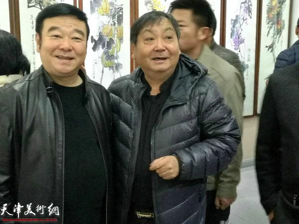 王秀琪在画展现场。