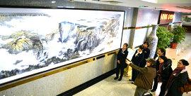 著名画家董振涛为宝坻宾馆创作两幅巨幅山水画杀青