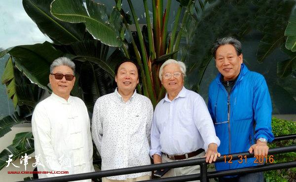 向中林与杨炳延、霍然、贺建国在一起。