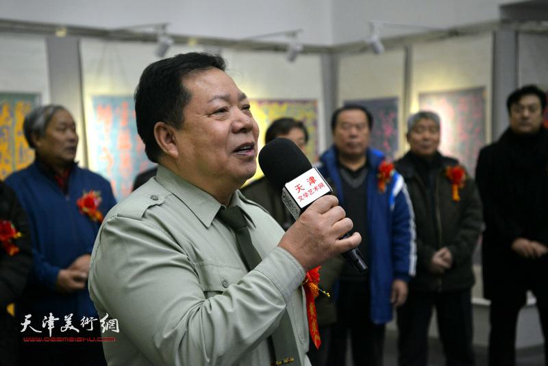 中国长城电子研究所所长、书法家毛振刚致辞。