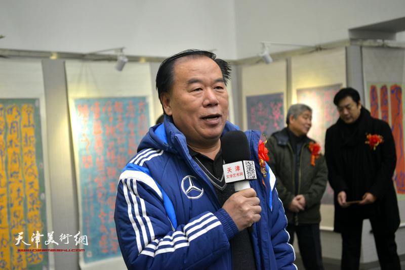 天津意斯特美术高中校长康臣致辞。