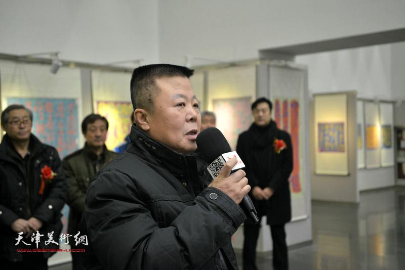 著名工笔画家、中国艺术学会副主席潘晓鸥致辞。