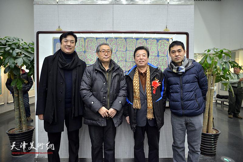 左起:李云飞、高振恒、杨建国、高山在画展现场。