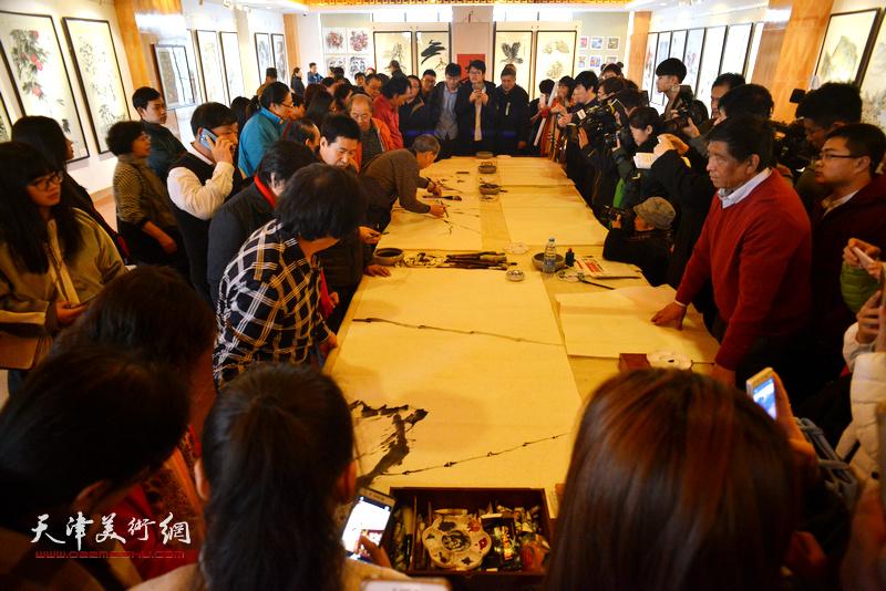 天津著名书画家还与农民学员举行笔会切磋