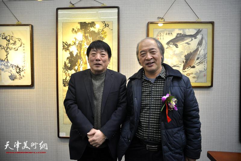 王书平、高原春在画展现场。