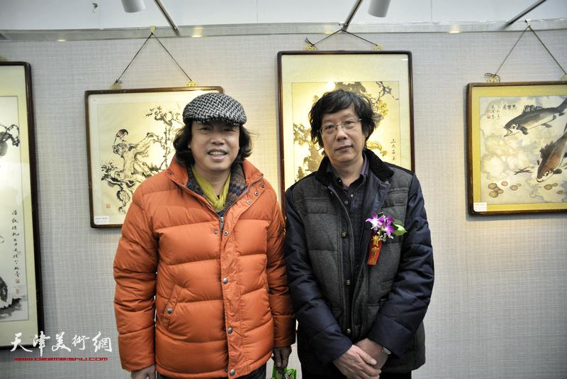 王春涛、闫维远在画展现场。