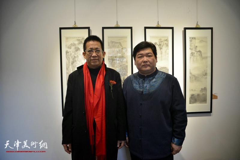 李毅峰、谷乐在画展现场。