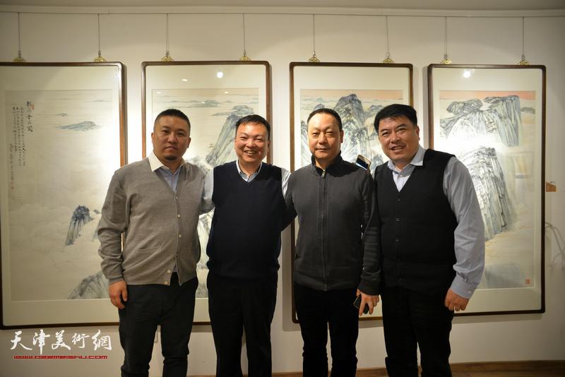 范权、李岚、赵长生、赵恺在画展现场。