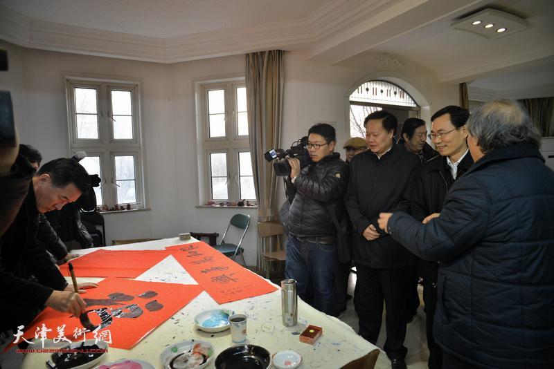 天津美协送文化进万家活动走进西青区王兰庄