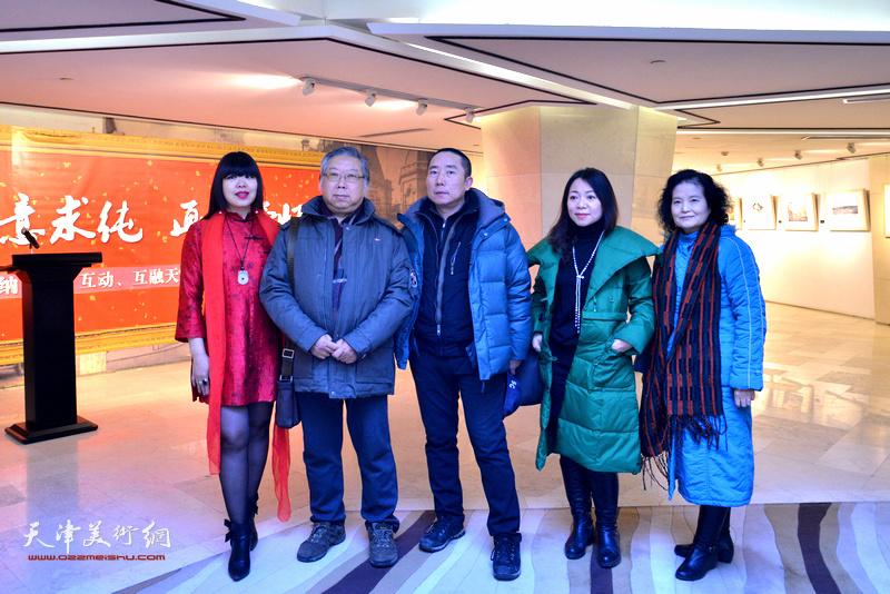 石增琇、肖冰、田同芬、王再善在天津水彩交流研讨展上。