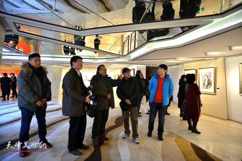 石增琇、王建新、杨健、李垚、刘刚在天津水彩交流研讨展上。