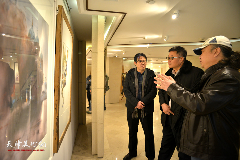 朱志刚、滑寒冰、马振得在天津水彩交流研讨展上。