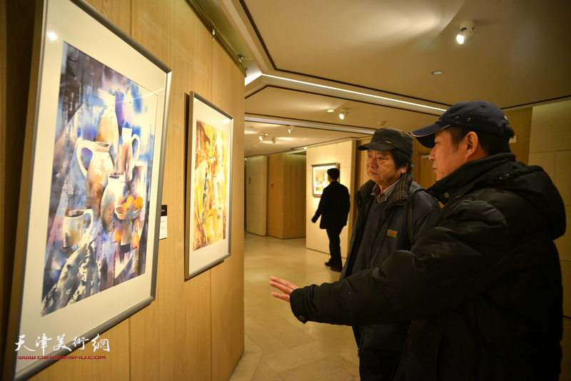 高维星、杨健在天津水彩交流研讨展上。