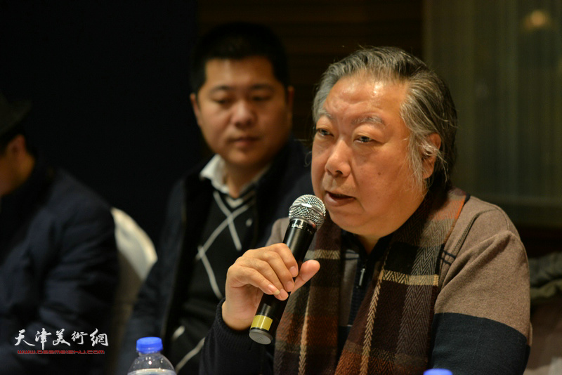 """石增琇在""""天津水彩交流研讨展研讨会""""上。"""