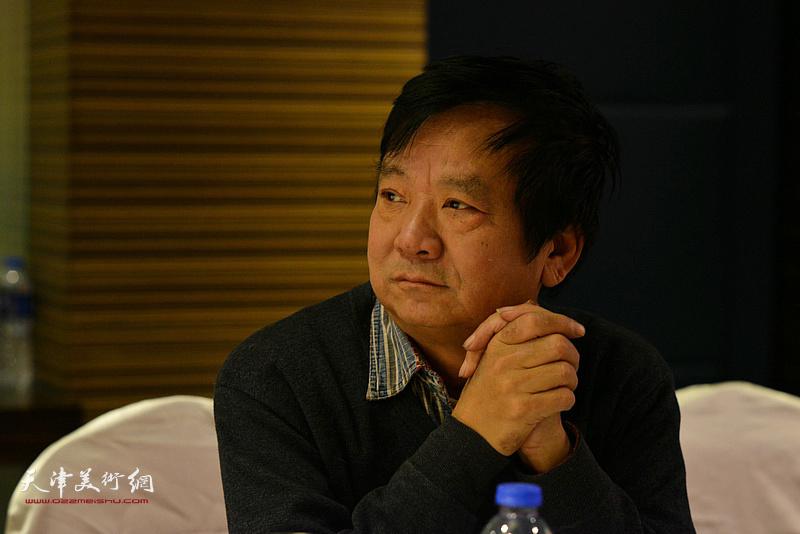 """高维星在""""天津水彩交流研讨展研讨会""""上。"""