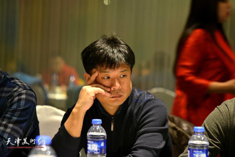 """王海涛在""""天津水彩交流研讨展研讨会""""上。"""