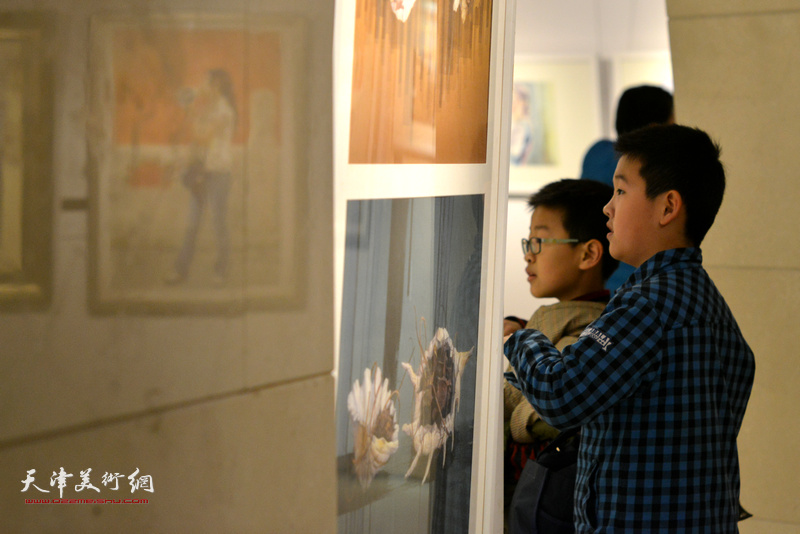 天津水彩交流研讨展1月20日开幕,图为现场。