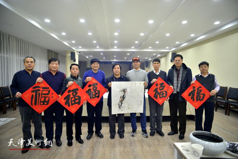 天津美协到金带福路文化中心开展迎新春慰问活动