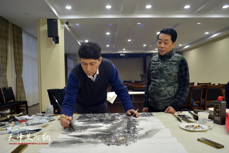张寿庠、郑永盛在金带福路文化中心。