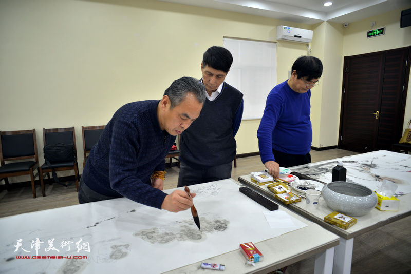 张寿庠、张佩刚、李寅虎在金带福路文化中心。
