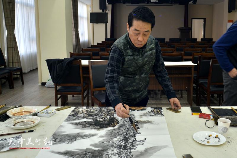 郑永盛在金带福路文化中心。